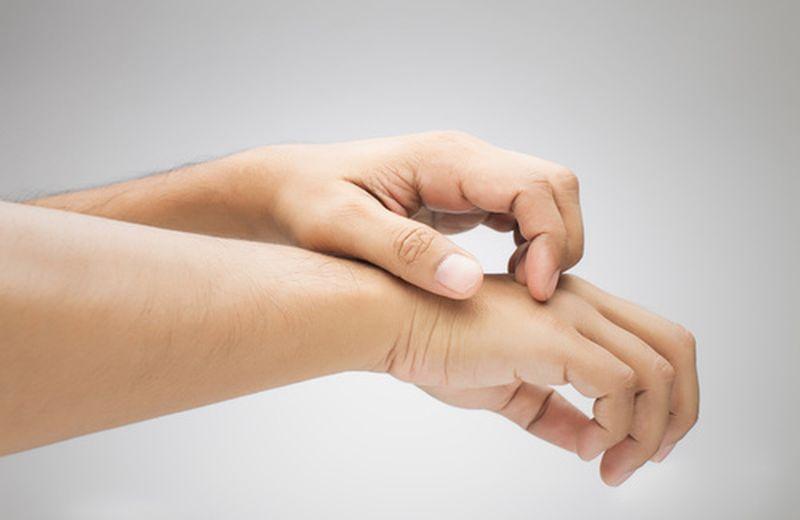 Dermatite da stress, sintomi e rimedi naturali