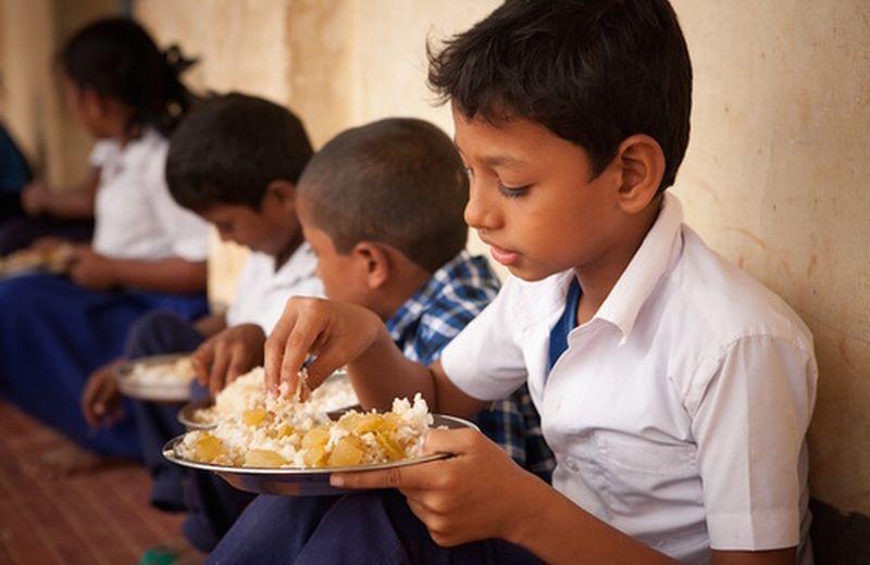 I benefici del mangiare con le mani