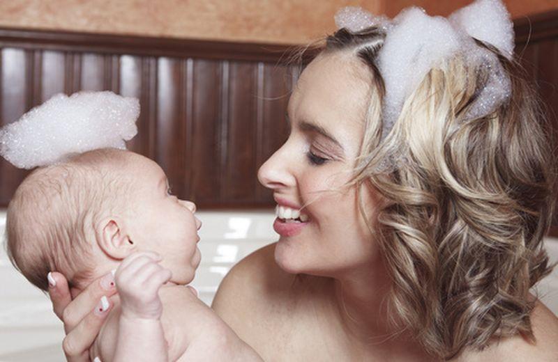 Rinforzare naturalmente i capelli dopo il parto