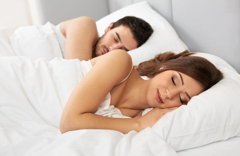 Cuscino Cervicale Come Usarlo.Cervicale Come Dormire Per Ridurre L Infiammazione Cure Naturali It