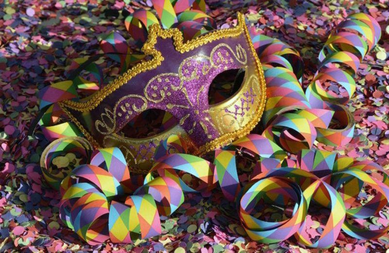 Costumi eco di carta e cartone per Carnevale