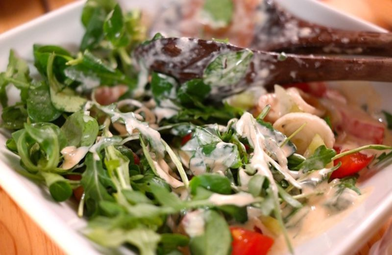 Valeriana in insalata: benefici e ricette