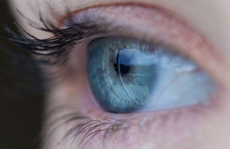 Gli oli essenziali per il contorno occhi