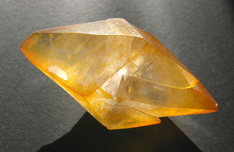 Cristalli e pietre: la calcite gialla