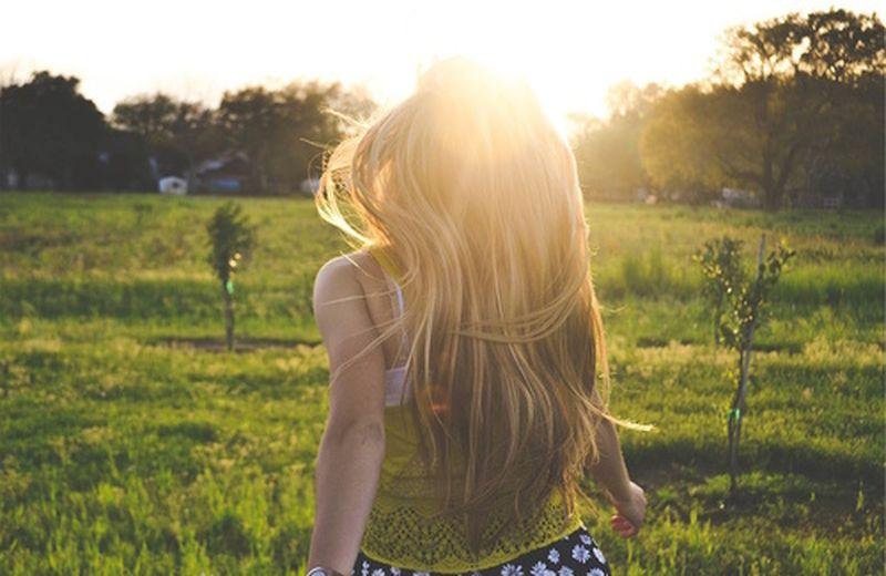 7 oli essenziali per la cura dei capelli in estate
