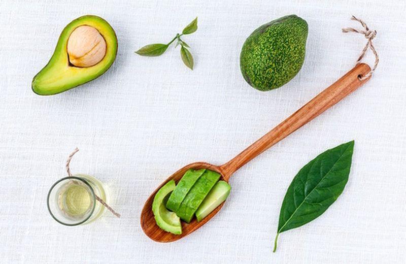 I benefici dell'olio di avocado: è più sano dell'olio di cocco?