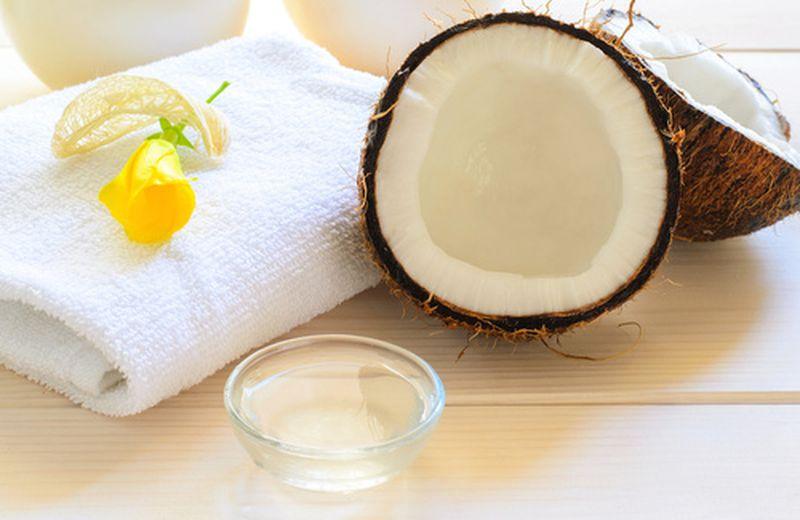 L'olio di cocco: gli usi per la pelle
