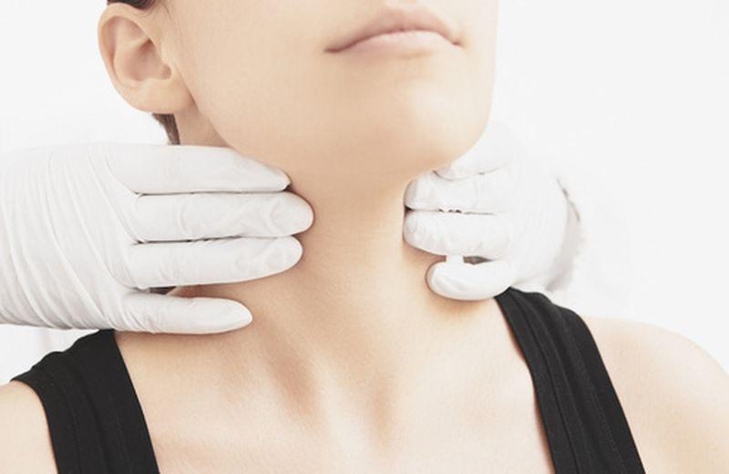 Tiroidite di Hashimoto: sintomi, cause e terapie