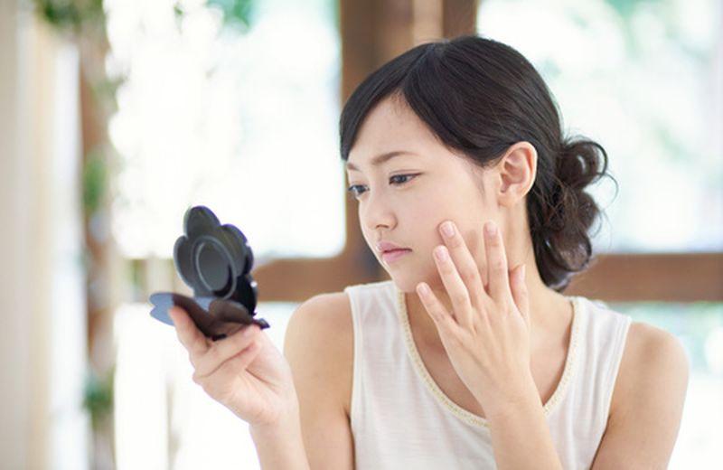 Acido ialuronico per la cura dei segni dell'acne