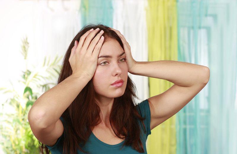 Mal di testa con aura: sintomi, cause e rimedi