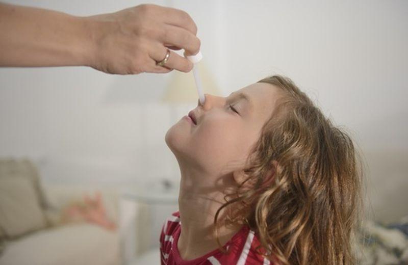 Lavaggi nasali ai bambini: perché sono importanti