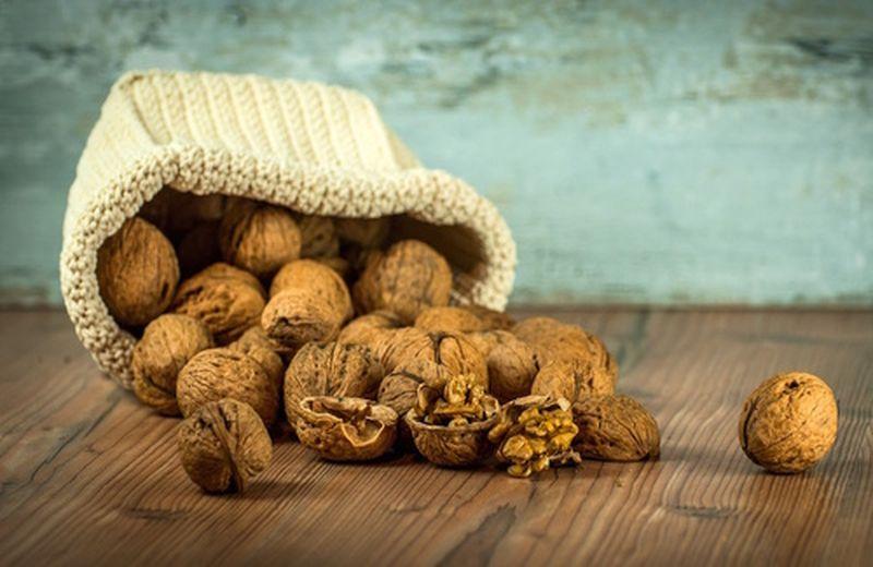 Le noci e le proprietà anticolesterolo