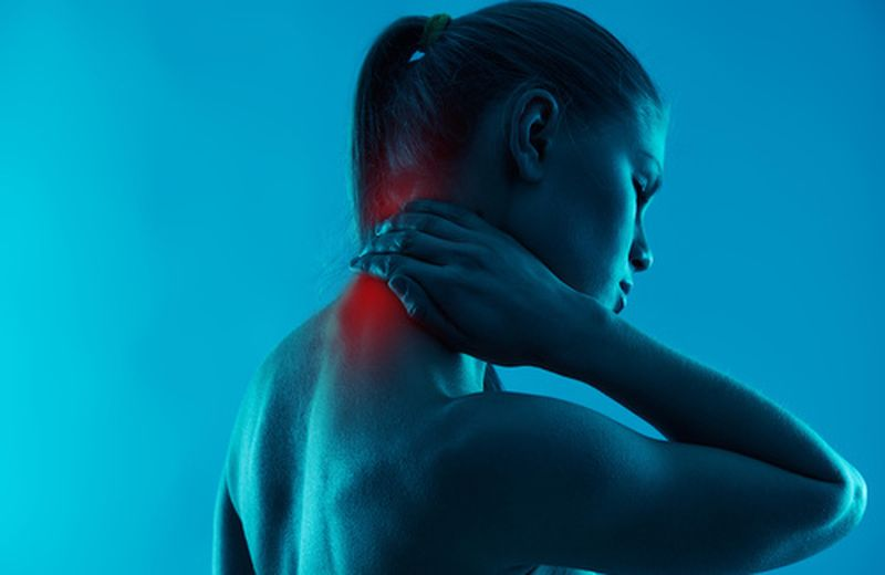 Artrosi cervicale: sintomi, cause e rimedi