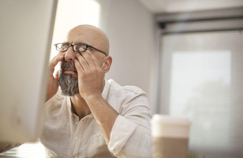Occhi stanchi: cause e rimedi naturali