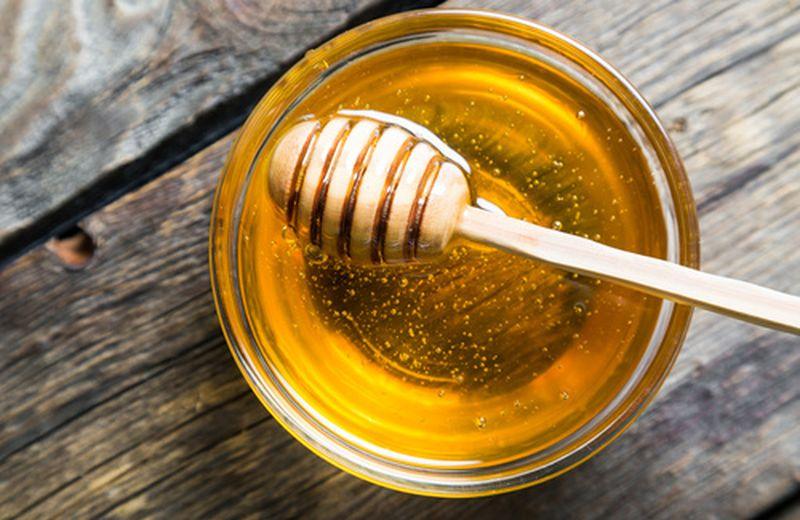 Gli usi del miele per il mal di gola