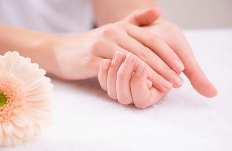 Realizzare in casa un gel rinforzante per le unghie