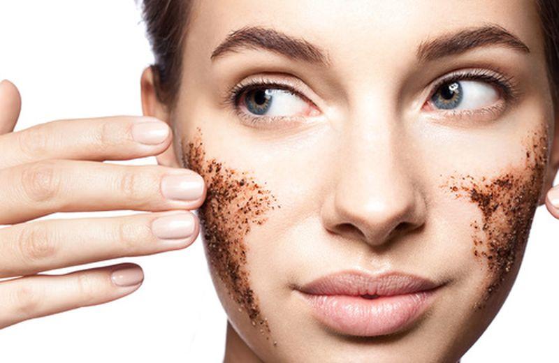 Come fare uno scrub fai da te per il viso
