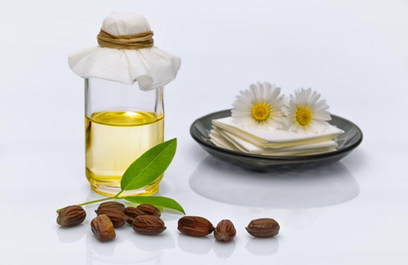 Olio di jojoba, un aiuto contro i brufoli