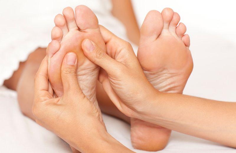 Riflessologia del piede per l'equilibrio di tutto il corpo