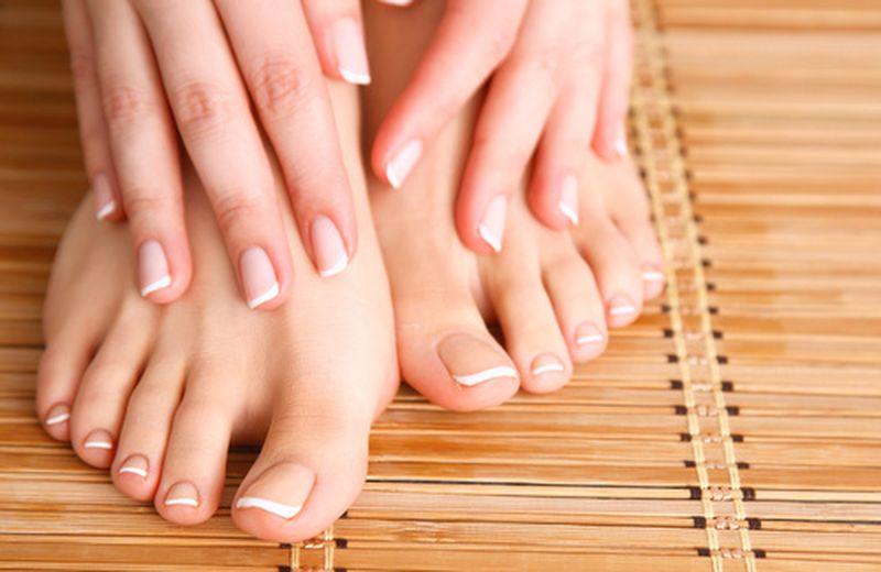 Oli essenziali per la cura delle unghie