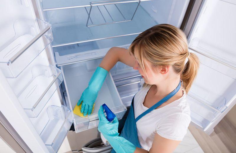 La pulizia naturale del frigo