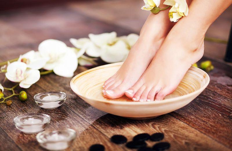 Oli essenziali per la cura dei piedi