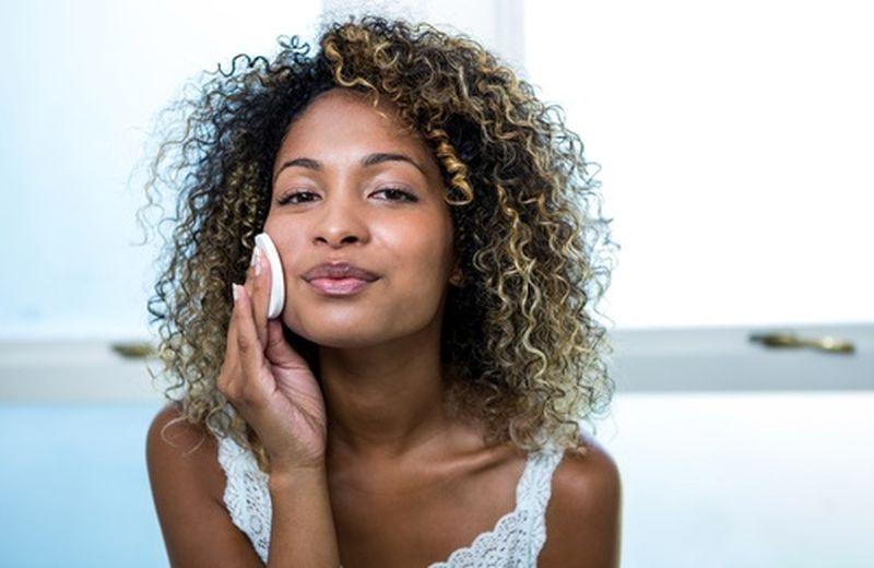 Pulire il viso ogni giorno in modo naturale