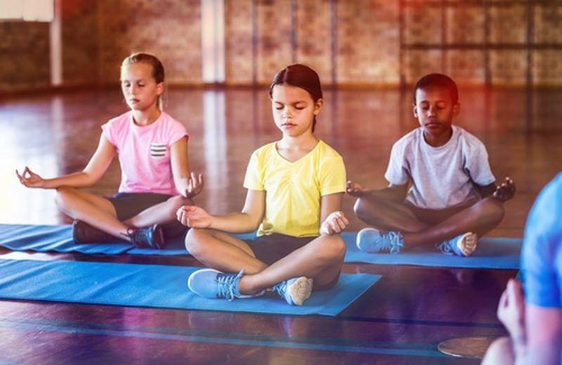Yoga a scuola, la proposta di Gentiloni