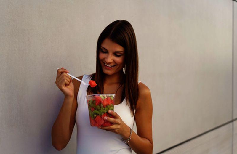 Frutta: va mangiata ogni giorno?