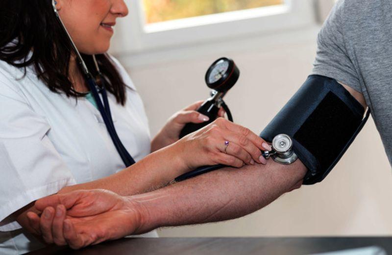 Sintomi della pressione bassa: intervenire con l'alimentazione