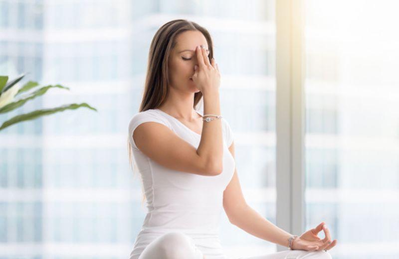 I benefici della respirazione a narici alternate