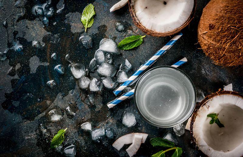 Acqua di cocco, i benefici per la salute e come usarla
