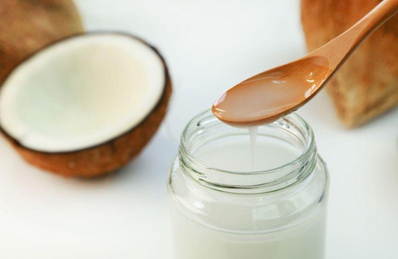Olio di cocco per la pelle