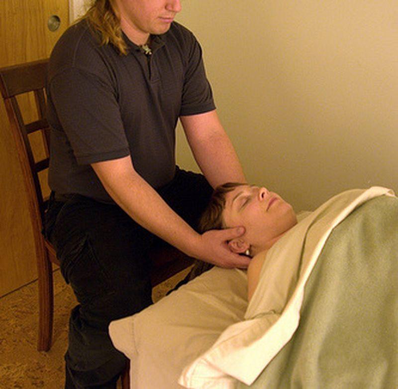 La tecnica del massaggio cranio sacrale: silenzio e ascolto