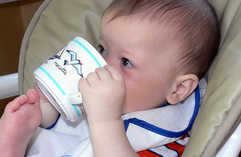 Alimenti per bambini piccoli: succhi di frutta e latte di crescita