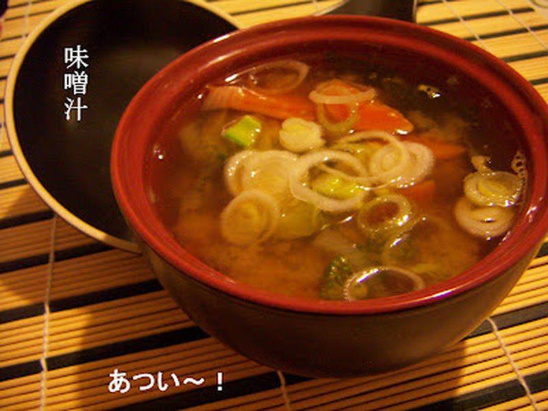 Per favorire la digestione, iniziamo il pasto con la zuppa di miso