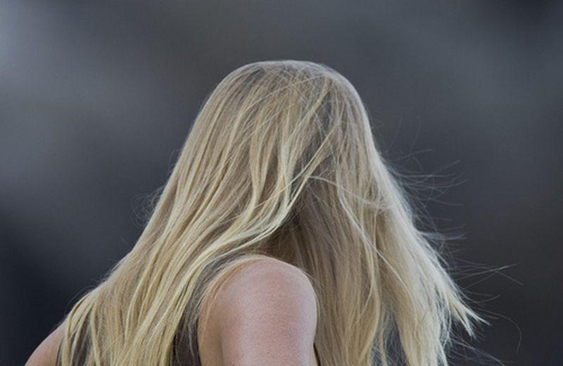 Pensare alla caduta dei capelli in termini di ciclo